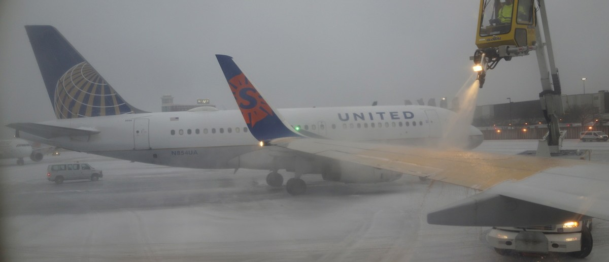 More winter travel burdens: Tuesday flight cancellations top 900